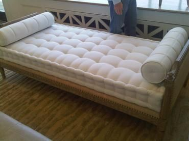 Photo Clean Daybed Mattress Frame Images