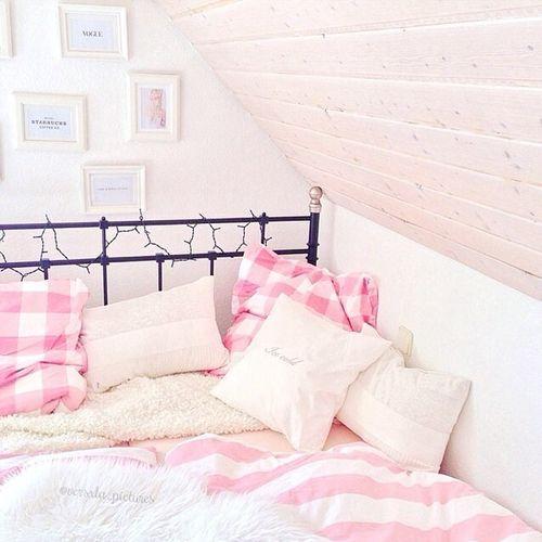 pretty pink bedroom {oh so cozy!}