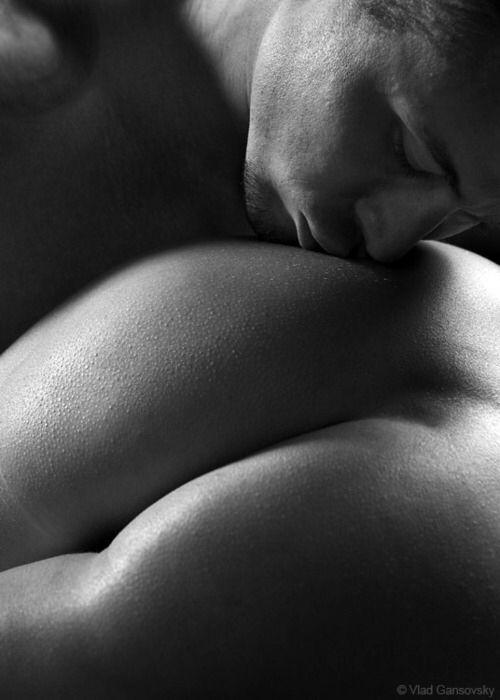 фото поцелуя в попку