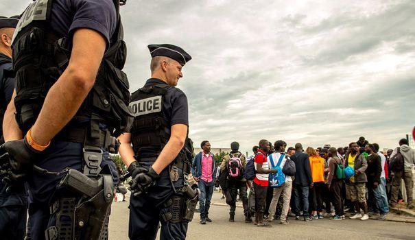 Jungle de Calais la tension monte entre le gouvernement et les ONG - L'Express