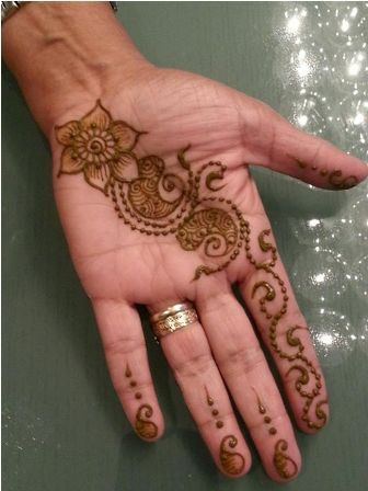 This one is such simple and cute design. Although it is done on elder's hand but i think it can easily copied on kids hand