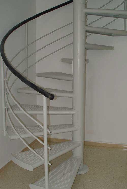 escaleras de decoracin verticales ideales cuando se dispone de poco espacio tanto para interiores