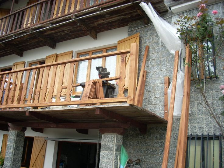 Rifacimento mancorrente  lobbia in Larice Tirolo impregnato e verniciato