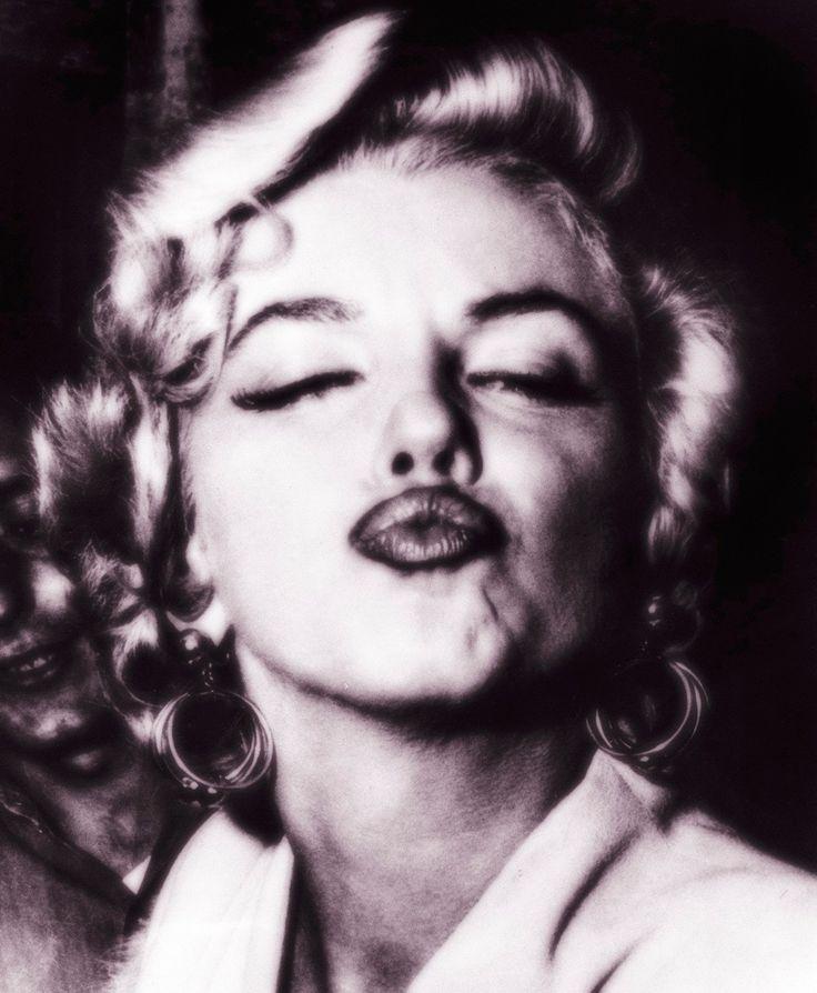 Marilyn Monroe Kiss