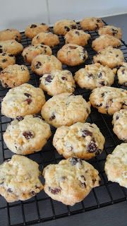 Mums in the Kitchen: Rice Bubble and Sultana Biscuits