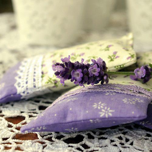 """""""Provoněný prádelník"""" sáčky s květem levandule od monimoni http://www.fler.cz/zbozi/provoneny-pradelnik-sacky-s-kvetem-levandule-7578982"""