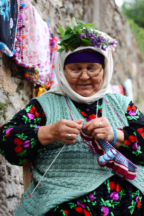 FOTO BLOG TÜRKİYE — Turkish lady knitting, Muğla, Ege bölgesi, Turkey,...