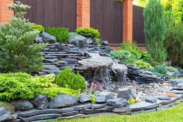 Les 25 meilleures id es de la cat gorie cascade de jardin for Installer un bassin exterieur