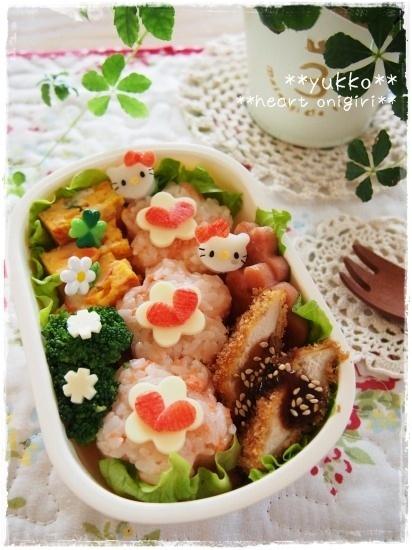 flower riceball + heart topping w/ mini mini kitty bento