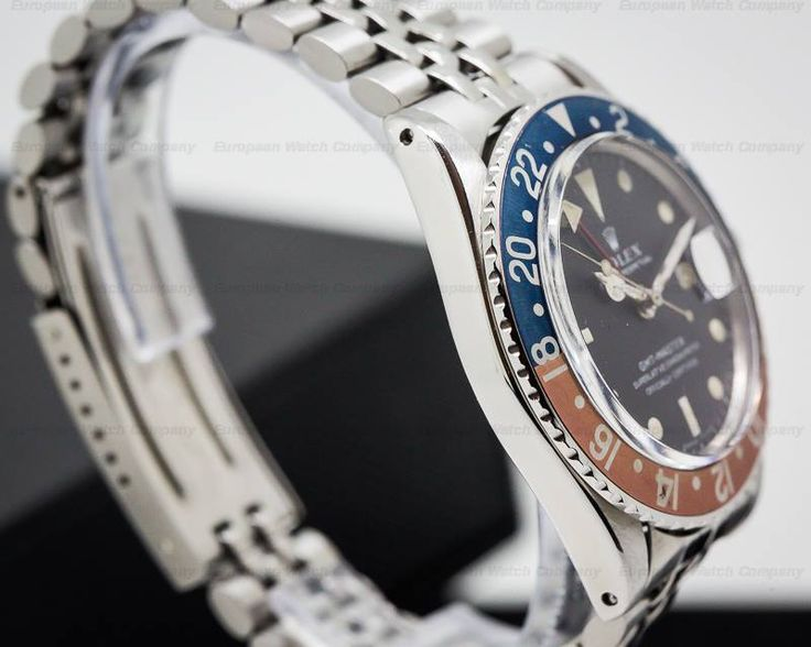 Rolex 1675 GMT Master Pepsi Bezel, 1675, stainless steel on a stainless steel USA jubilee bracelet, case is in very nice condition, automatic, date, caliber 1575, second time zone with bi-directional 24-hour bezel, 24-hour hand, COSC, original Mk I dial is in excellent original condition, patina on the dial and hands are nice and consistent, nicely and evenly faded fat font bezel insert, serial number: 212XXXX (1968), diameter: 40mm, thickness: 12.5mm, Excellent Original Condition