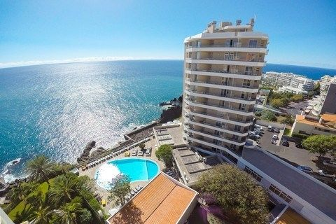 Duas Torres in Funchal op Madeira? Geniet van een heerlijke vakantie in Duas Torres studio's. Boek nu uw welverdiende vakantie en vertrek voordelig naar Funchal op Madeira.