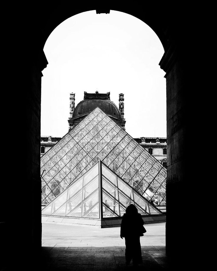 Memoirs du Paris. I would follow you wherever you go but today I'll stay here in the shadows watching you through the infinity of time. #paris #louvre #share #silence #blackandwhite #fineart #monochromatic #monochrome #france #memoirsduparis #thoughtoftheday #thoughtfullmoments #europe #lafrance #lamoureternel #fff #fineartprint