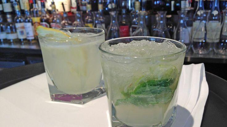 Gin Fizz er en klassiker som bør komme til heder og verdighet igjen. Den lages med gin og ferskpresset sitronsaft. Den alkoholfrie utgaven, Sosialministerens favoritt, har mynteblader som en ekstra smakstilsetning.