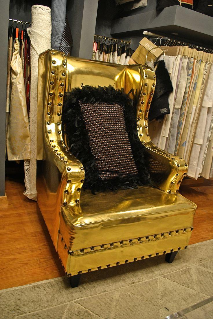 Poltrona colore oro. Project Trama S.r.l. 2013 -14.