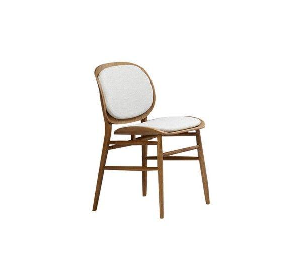 Lilith è una sedia realizzata da Angeletti Ruzza design per il brand Alivar. Struttura in massello di rovere verniciato e rivestimento in tessuto o pelle in una vasta gamma di colori. L'eccellenza artigianale viene impiegata nell'ambizioso progetto di unire la tradizione con le influenze nordiche, attraverso la tecnologia più avanzata. È così che nasce Lilith, una sedia che affascina con il suo stile sofisticato e al contempo contemporaneo.