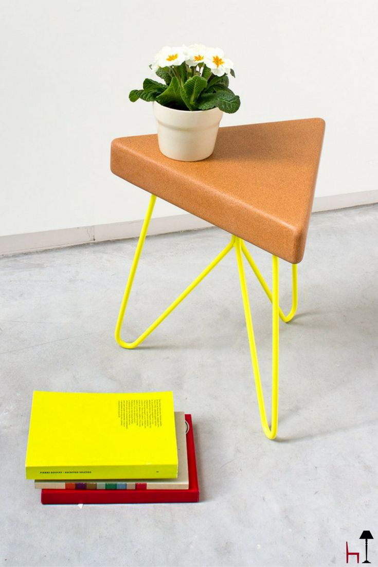 The Tres stool/table has 3 sides, 3 legs, but many ways of fitting in, so that it adapts to any person and posture.