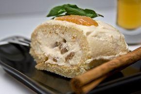Bûche à la poire, caramel au beurre salé et crème mascarpone ! http://www.caramelaubeurresale.net/buche-poire-caramel/