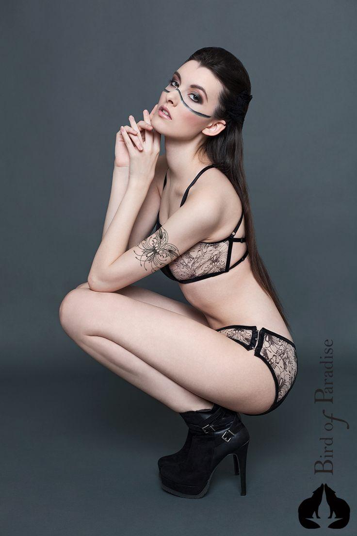Design: www.marievangils.be Photographe: StreetglamsMarta Hurtado Photography Model: Sharon Boucquez MUA: Make-up by Liesbeth  #NewCollection #lingerie #Belgique #Bird #plumes #Paradise #fashion #stvalentin #LingerieAddict