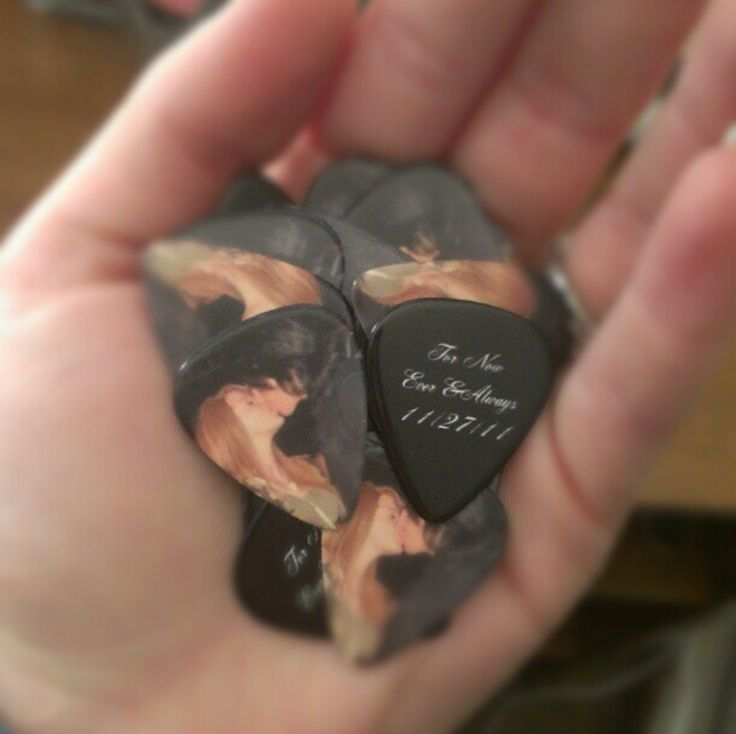 WOW! These personalized guitar picks are so beautiful! What a cool, unique gift idea! They make great party confetti, too! You can customize them with your own photo and message plus you get to pick the colors and fonts, too! I want these!!! #UniqueGift #Music #GuitarPicks #PMallGiftsMusic Guitarpick, Guitarpick Pmallgift, Guitar Pick, Uniquegift Music