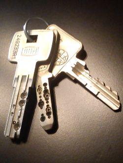 Agent bricard confiance, installateur qualifié, ouverture de portes, réparation, entretien, vente et pose des serrures, bloc portes blindées- sur devis, reproduction de toutes les clés de sûreté  Pour la reproduction de vos clés. Si vos clés sont reproductibles, La société Smell'Magic dupliquera et fera une copie de clef sur place. Si vos clefs sont brevetées (Vachette, Bricard, JPM, Laperche…)