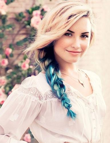 """Demi Lovato emplacou mais uma capa da Teen Vogue - e continua arrasando com o visual com mechas coloridas! A diva falou sobre seu próximo álbum, o sucessor de Unbroken, que já está em fase de preparação: """"Eu quero fazer algo que as pessoas irão escutar por um tempo, não algo que estará na moda. Sinto que eu cresci como pessoa, e eu quero que a minha música cresça comigo.""""  Demi Lovato fala sobre Niall Horan e quarto álbum à Teen Vogue Ídolos Conta tudo!"""