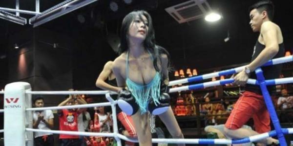 Mau Lihat Tinju Gadis Seksi Berbikini Dalam Bar di Taiyuan? | IFKMedia