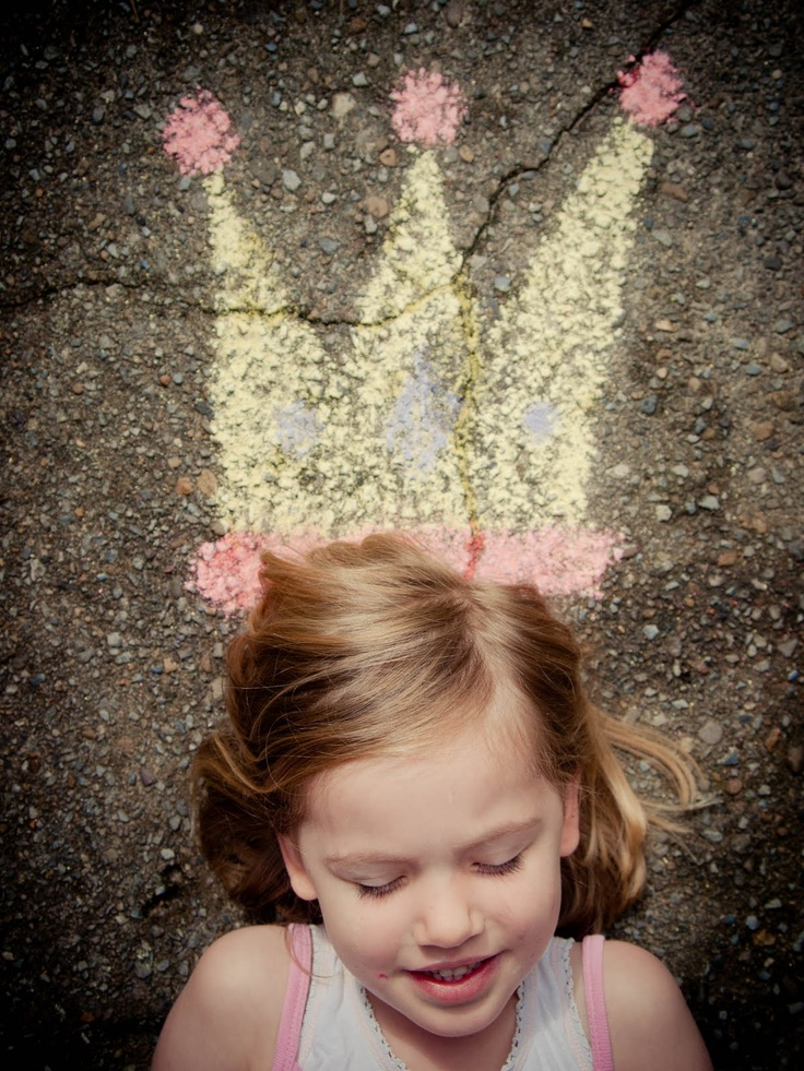 If I could get my daughter to old still long enough, this would be a cute photo for a party invite. chalkboard princess crown