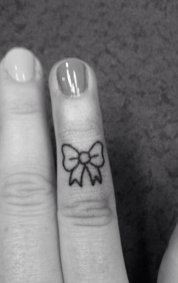 Finger bow tattoo add heart in center great wedding ring finger tatt