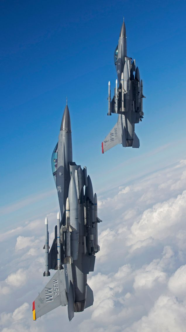 100 Stunning Photos Of The US Air Force Operating Around Japan