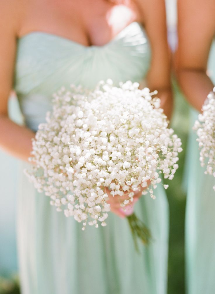 bridesmaid buquet - buque madrinha // Mint maids' dresses and baby's breath bouquets - Photography: Michael & Anna Costa Photography ~ Anna Costa - michaelandannacosta.com Read More: http://www.stylemepretty.com/little-black-book-blog/2014/07/03/romantic-mint-blush-vineyard-wedding/