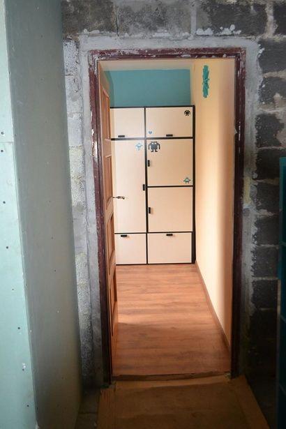 A taki widok z korytarza jest teraz po remoncie.
