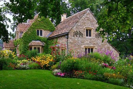 イギリスの「古民家」コテージハウスの中身を覗いてみたい!