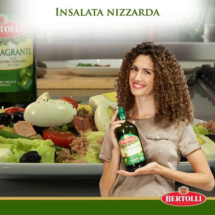 Olio Fragrante per la nostra ricetta: Insalata nizzarda #oliobertolli #oliofragrante #ricettebertolli #ricette #patate #contorni #piatti #insalata #olio #verdure #olive #pomodori #mozzarella #uova