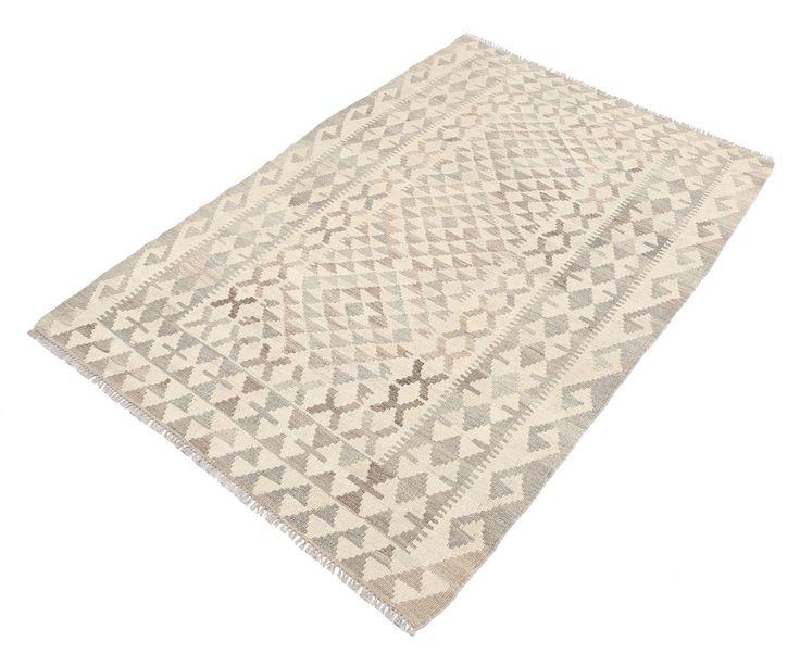 Kilimy staroafgańskie (Afgański Old) są ręcznie tkane przez Turkmenów z północnego Afganistanu.  Dywan ten jest wykonany tradycyjną techniką typową dla kilimów, z wykorzystaniem naturalnej palety kolorów z wzorami geometrycznymi i ośmiokątami.