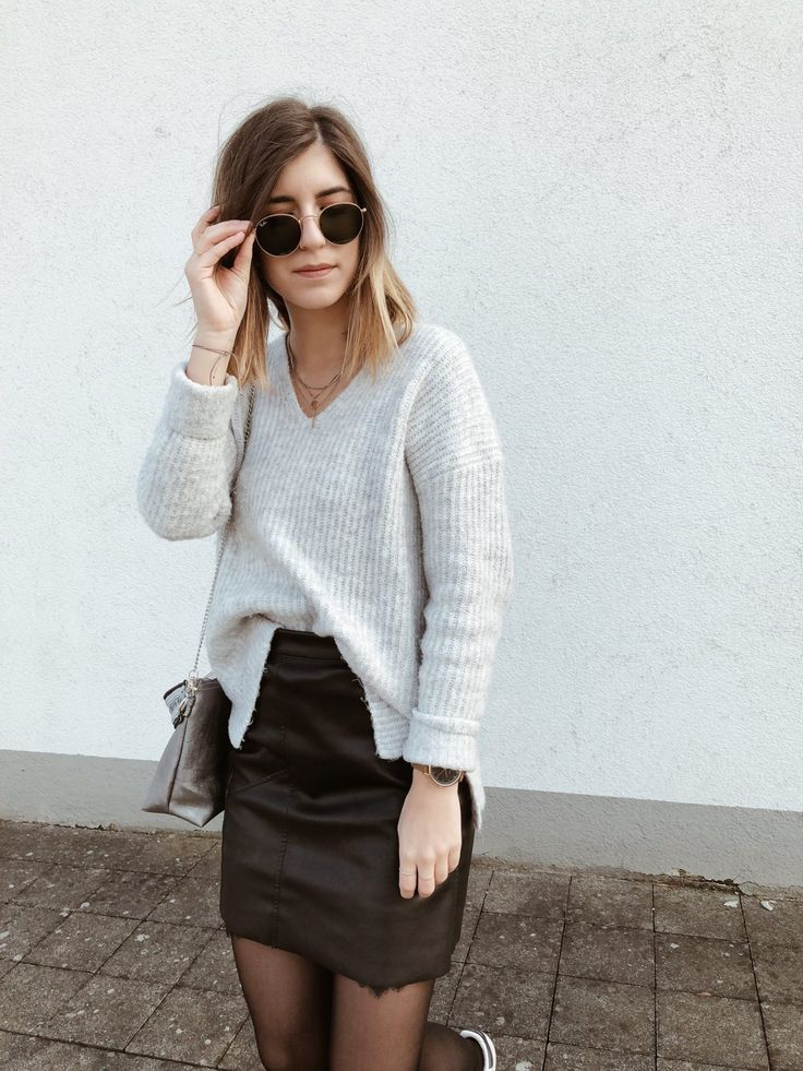 Kuschelig unterwegs! Outfit Tipps  Strickpullover, Lederrock, Lace, Spitze, Leather skirt, Ray Ban, Gucci, Adidas, Baskenmütze, Nietenboots, Boots, French Look, Streetstyle, Streetstyle Paris, Outfit, Fashion, piecesofmara