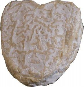 Fromage de Normandie, le neufchatel avec sa forme de coeur.