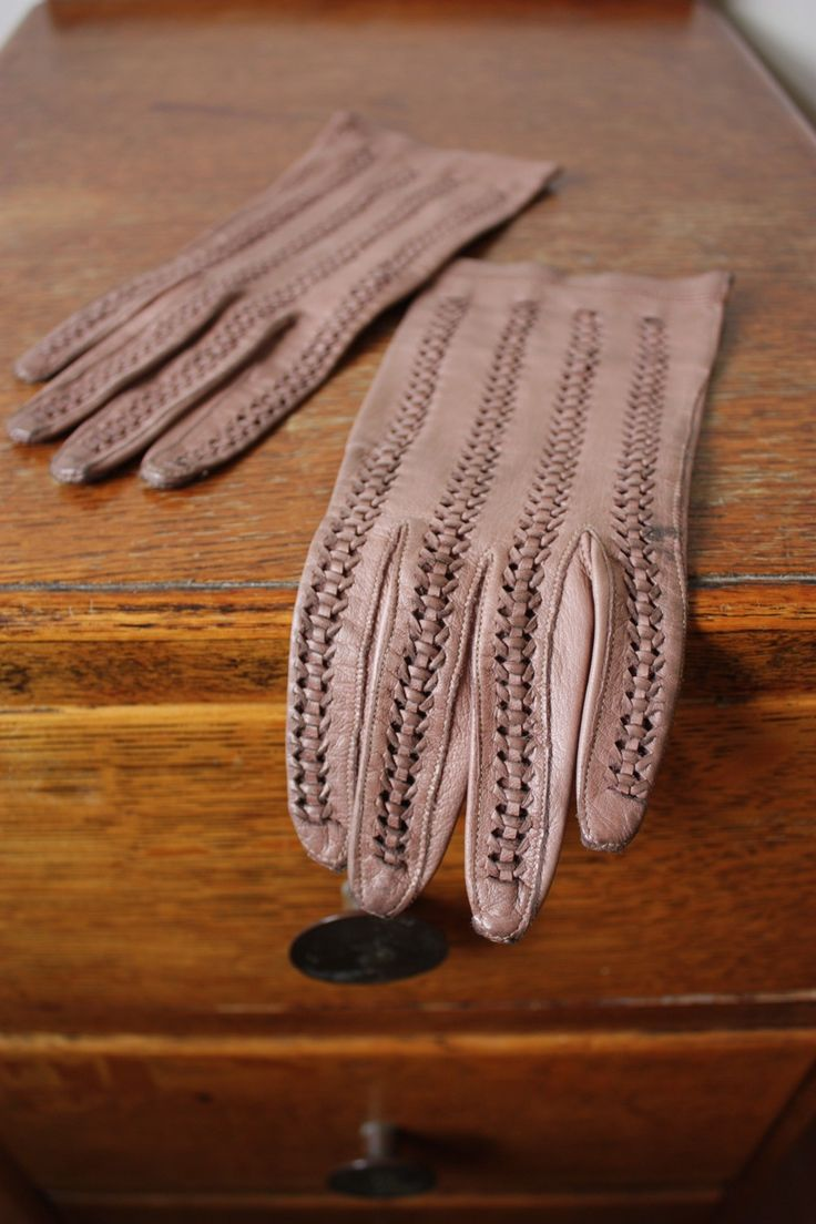 Ladies coloured leather gloves - Vintage Ladies Leather Driving Gloves