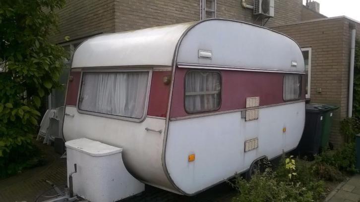 Of gewoon een oude caravan van marktplaats opknappen/verbouwen...
