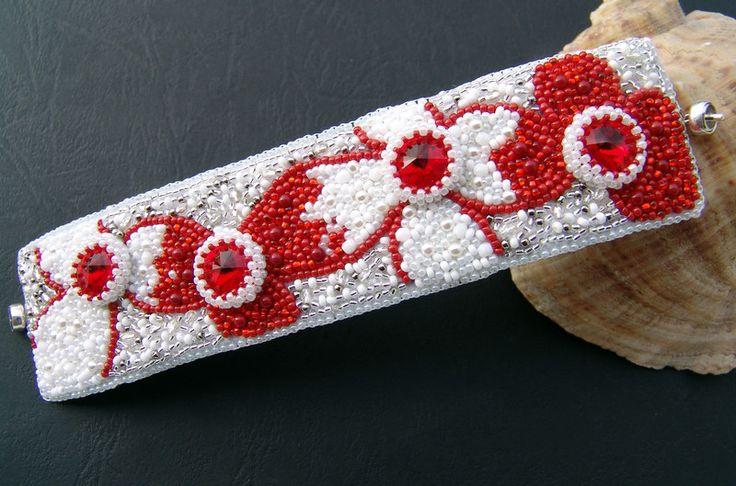 Wyszywana bransoletka w Hekate Art na DaWanda.com