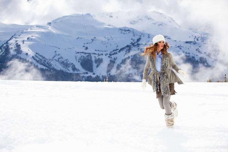 Grijs is een echte winterkleur. Kies voor een lekker vest om je warm te houden!