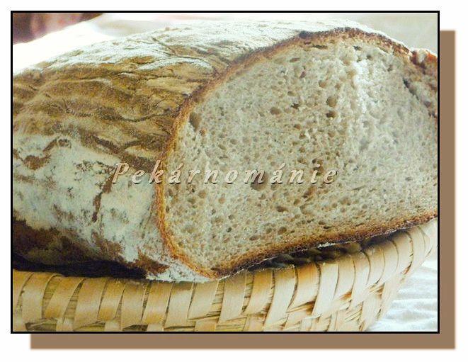 Chleba je, jedním slovem - fantastický. Měkounký, s pevnou, hořkou kůrkou a velice pružnou střídou. Stejné vlastnosti, beze změn, má i druhý den. Večeřeli jsme ho jen tak, suchý.  Suroviny: 80 g pravidelně krmeného žitného kvásku 330 g (ml) vody 300 g žitné celozrnné mouky jemné - smícháme 10-12 h před zaděláním těsta a…