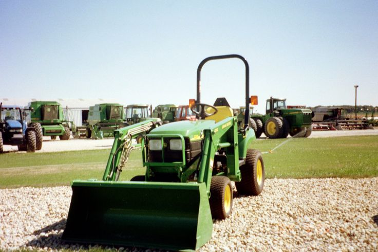 John Deere 2210 equipped with 210 loader