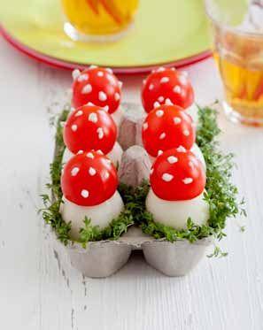 Op een grote paddenstoel, rood met witte stippen... ziet er lekker uit.