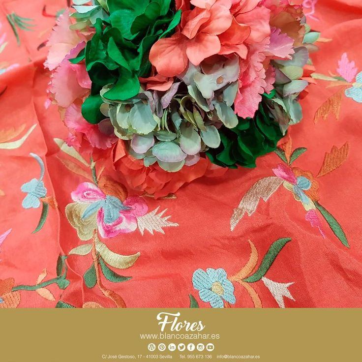 💐💃 ¡Ponnos a prueba! Encuentra todos los colores en #BlancoAzahar para tus #FloresDeFlamenca. Llena de color tu #Fería, con nuestros #mantones y #ramilletes.    #Sevilla #Flores #FeriaDeAbril #ModaFlamenca #FloresDeFlamenca #Verde #Rojo #Naranja #Moda #Flamenca