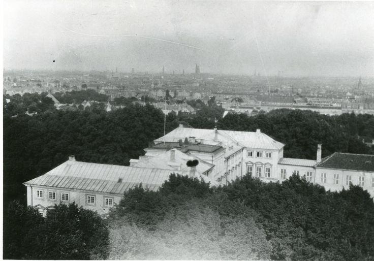 Frederiksberg Slot 1917. Fotograferet fra tårnet i Zoologisk Have.