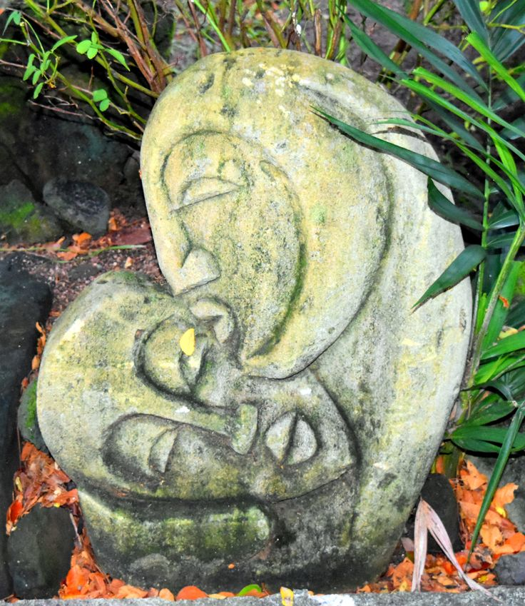 Kiss carving in gardens