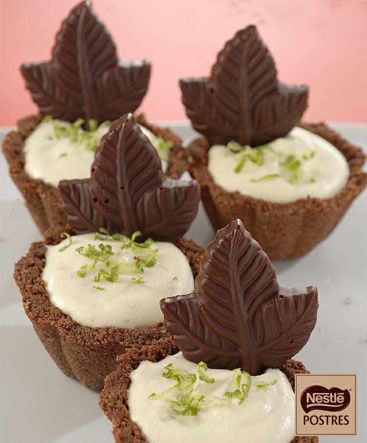 Tartaletas de chocolate con crema de lima