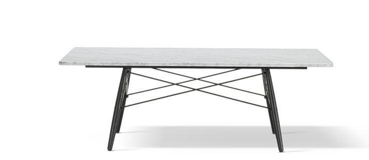 Eames Coffee Table är ett rektangulärt soffbord från Vitra, formgivet av Charles & Ray Eames. Soffbordet har en fantastiskt härlig design som har just det vackra formspråk som man så lätt känner igen i paret Eames möbler. Likt deras världsberömda plaststol har bordet härligt rundade ben i trä med snyggt korsade stöd i stål. Du kan även köpa en kvadratisk variant av Eames Coffee Table här.