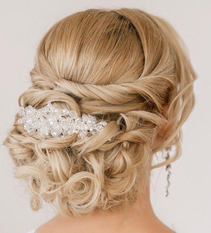 coiffure mriage cheveux longs et mi-longs- chignon bas avec bijoux en cristal