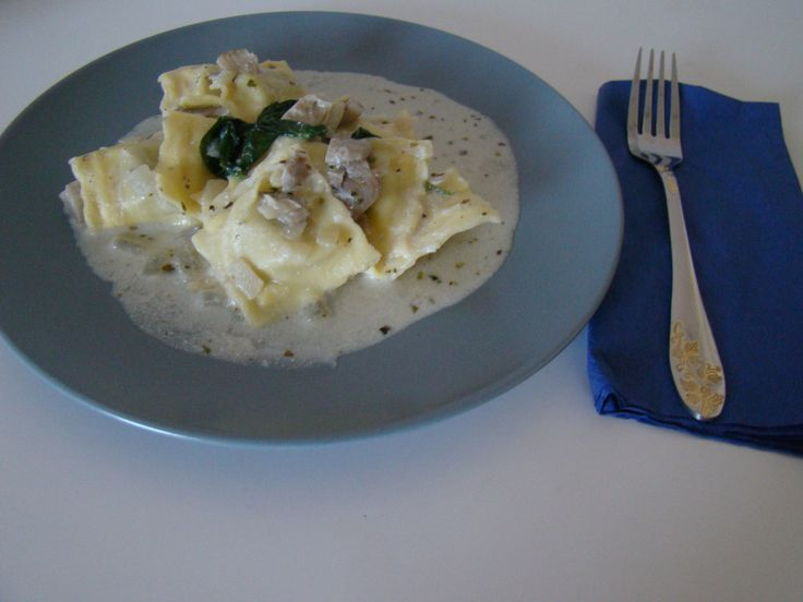 I love pasta. I like eating it in all kinds of recipes and I like to improvise. And I like tortellini and ravioli very much, it's one of my favorite things to eat. Today I made this really qu…